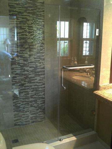 Cancel para ba o con puerta abatible en cristal templado - Puertas para el bano ...